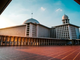 Great Mosque Istiqlal Jakarta Indonesia 326x245 - Indonesia: Halal law is coming this year